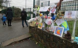 Hommage à David 8 ans, devant l'école du Soleil Levant à Saint-Herblain où il était scolarisé
