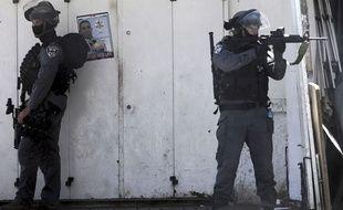 Des policiers israéliens à Jérusalem, le 25 avril 2015.