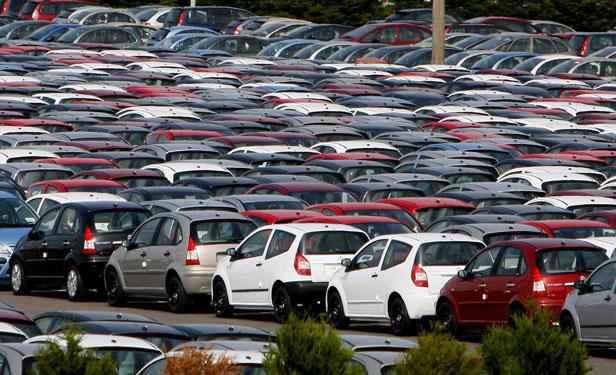 automobile les ventes de voitures neuves au plus bas depuis quinze ans. Black Bedroom Furniture Sets. Home Design Ideas