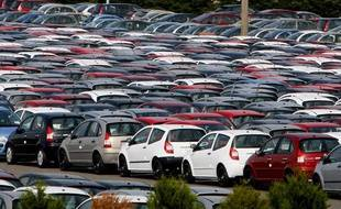 Parc de voitures neuves sur le site de l'usine PSA (Peugeot-Citroen) d'Aulnay-sous-Bois, en Seine-Saint-Denis en 2009.