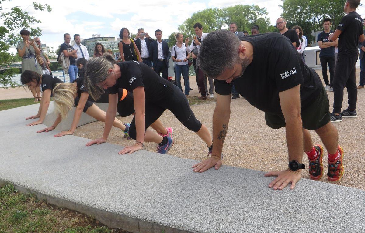 Lyon, le 28 juin 2016 La ville de Lyon lance l'application enform@Lyon afin de développer la pratique sportive et l'activité physique tout en favorisant la découverte du patrimoine. Onze parcours de course et d'urban training sont proposés. –