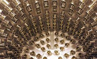 De premiers résultats dans l'étude des neutrinos, particules fondamentales de la matière, obtenus lors d'une expérience internationale à Chooz dans les Ardennes, pourraient aider ultérieurement à comprendre pourquoi l'univers est constitué de matière et non d'antimatière