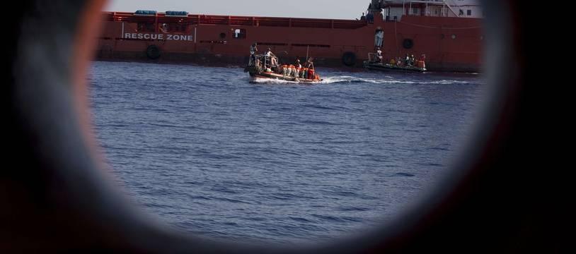 Illustration de migrants secourus dans le Méditerranée. Un naufrage a fait au moins huit morts au large de la Turquie lundi 17 juin 2019.