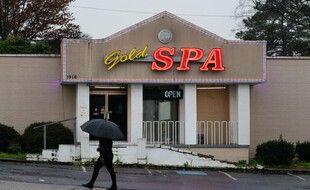 L'un des trois salons de massages visé par le tireur présumé, Robert Aaron Long, le 17 mars 2021 à Atlanta.