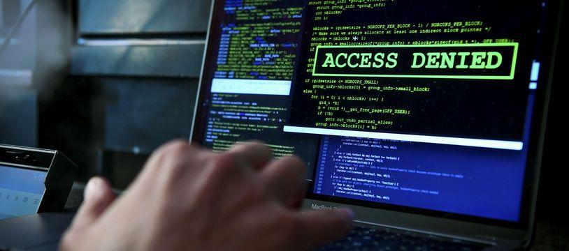 Un hacker devant son écran. (Illustration)