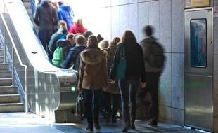 Illustration de Toulousains sortant du métro le 28 février 2012.