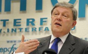 L'opposant russe Grigori Iavlinski, candidat du parti démocrate Iabloko à la présidentielle du 4 mars, a été disqualifié vendredi au motif d'irrégularités dans la collecte des deux millions de signatures de soutien, a annoncé la commission électorale centrale.