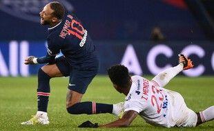 Thiago Mendes a blessé Neymar dimanche soir au Parc des Princes.