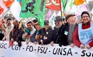 Des manifestations imposantes contre la politique gouvernementale face à la crise se sont déroulées jeudi matin dans plusieurs villes dans le cadre de la journée d'action à l'appel de tous les syndicats tandis que les grèves affectaient prioritairement l'Education nationale.