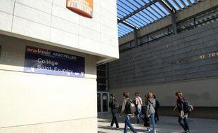 """Une adolescente de 13 ans a été mise en examen samedi à Perpignan pour """"violences"""" sur une enseignante qui accuse la collégienne de l'avoir frappée pendant un cours de français jeudi, a-t-on appris auprès de l'avocate de l'élève."""