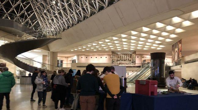 Au Louvre, les visiteurs savourent les nocturnes de l'expo De Vinci