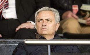 Jose Mourinho dans les tribunes de Craven Cottage, le 2 avril 2016.