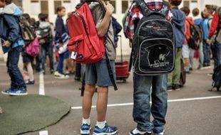 Des élèves dans la cour d'une école primaire à Paris, le 2 septembre 2014