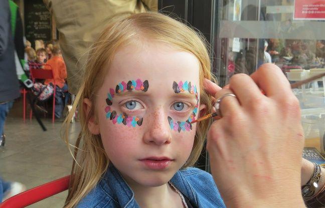Les enfants peuvent aussi se faire maquiller aux couleurs du Mexique