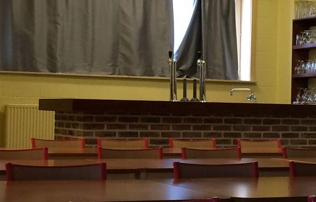 Le bar au fond de la salle de classe...