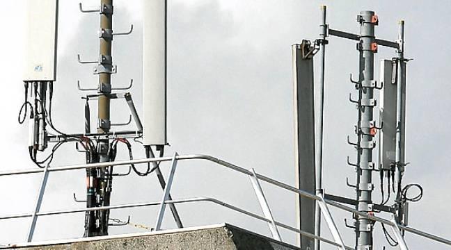 Rhône : Deux moines interpellés pour avoir incendié des antennes-relais 5G