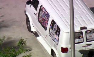 Capture d'écran du minivan du suspect arrêté en Floride le 26 octobre 2018 dans l'enquête sur les colis piégés envoyés à une douzaine de personnalités anti-Trump.