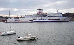 """L'un des plus grands ferries """"écologiques"""" du monde, au gaz naturel, a été commandé par la compagnie bretonne Brittany Ferries aux chantiersSTX France de Saint-Nazaire pour 270 millions d'euros, ont annoncé mardi les deux sociétés."""