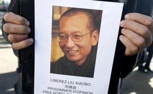 """L'attribution du Nobel de la paix à Liu Xiaobo, condamné à 11 ans de prison dans son pays pour """"subversion du pouvoir de l'Etat"""" après avoir cosigné la """"Charte 08"""" qui réclame une Chine démocratique, a ulcéré le régime chinois qui considère l'opposant comme un """"criminel""""."""