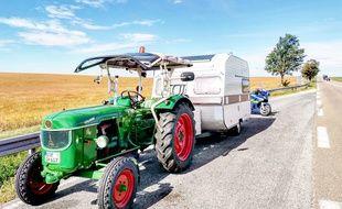 Le tracteur et sa caravane. Photo remise par la gendarmerie de la Marne.