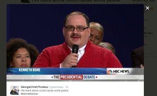 L'électeur indécis Kenneth Bone pose une question à Donald Trump et Hillary Clinton lors du second débat télévisé, le 9 octobre 2016.