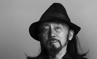 Yohji-san, tel qu'il est surnommé dans le monde de la mode, a remporté le prix en reconnaissance « de son style avant-gardiste et de ses créations uniques ».
