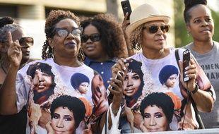 Rochelle Hampton et Imogen King-Dugan, deux fans venues se recueillir devant le cercueil d'Aretha Franklin à Detroit