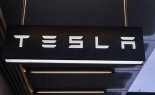 Une enseigne portant le logo de Tesla. (illustration)