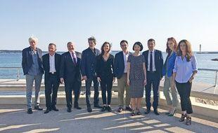 Les organisateurs du futur festival Cannes Series, lundi à Cannes, en compagnie des acteurs de la série de Canal+ Engrenages
