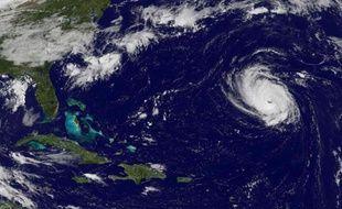 Image satellite fournie par la Nasa de l'ouragan Edouard au-dessus de l'Atlantique, le 15 septembre 2014