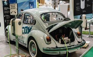 Une voiture électrique au Mondial de l'auto 2018.