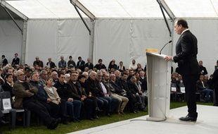 Discours de François Hollande en hommage aux victimes de l'accident de Puisseguin qui a fait 43 morts