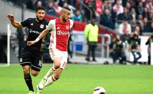 Hakim Ziyech a fait très mal à l'OL de Nabil Fekir, la semaine passée à l'Amsterdam ArenA. JEAN-PHILIPPE KSIAZEK