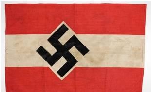 Des drapeaux nazis ont été découverts chez cet homme, à Aix-en-Provence.