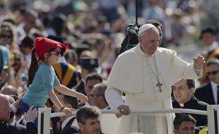 Le pape François sur la place Saint-Pierre de Rome, le 13 mai 2015.