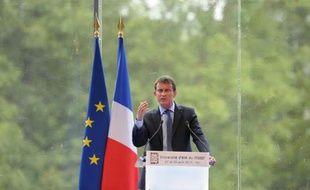 Le Premier ministre Manuel Valls tient un discours lors de l'université d'été du Medef à Jouy-en-Josas (Yvelines) le 27 août 2014