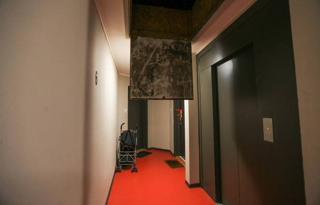 Dans le couloir de l'appartement du suspect principal après la disparition de Sophie Le Tan à Schiltigheim (Bas-Rhin).