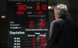 L'Argentine semble impuissante face à l'hémorragie de devises, deux milliards de dollars pour le seul mois de janvier, et tente de convaincre les industriels de limiter la hausse des prix.