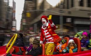 Une personne déguisée en Ronald McDonald (illustration).