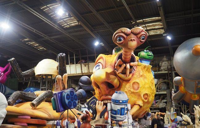 Un char consacré à l'espace au cinéma met notamment en scène le E.T. de Spielberg