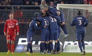 Les Parisiens se congratulent lors de leur victoire à Valenciennes (4-0) le mardi 11 décembre 2012.