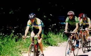 Valentin Midey, en tête, avec dans sa roue Thibaut Pinot, en 2005.