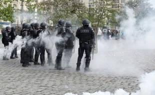 Des CRS lors de la manifestation contre le projet de loi travail à Paris le 19 mai 2016