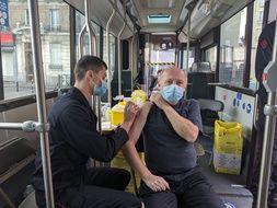 204 doses de vaccin Pfizer seront injectés ce jjeudi dans le bus de la vaccination à Nanterre.
