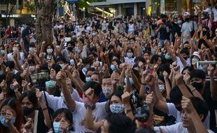Des militants LGBT rassemblés à Bangkok pour demander la démission du Premier ministre Prayut Chan-O-Cha, le 25 juillet 2020.