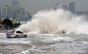 Les sauveteurs sud-coréens ont retrouvé deux nouveaux corps mercredi, à proximité de deux bateaux de pêche chinois échoués, portant à 18 le nombre de décès confirmés après le passage du puissant typhon Bolaven.