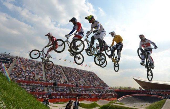 Les champions de BMX, lors d'une demi-finale masculine des Jeux olympiques de Londres, le 10 août 2012.