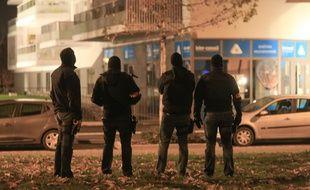 Les policiers ont effectué à Vandœuvre dans la banlieue de Nancy (Meurthe-et-Moselle) une perquisition administrative où ils ont interpellé trois hommes. (Illustration)