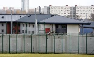 Les gardes à vue de trois surveillants de la maison d'arrêt de Sequedin (Nord), dans le cadre de l'enquête sur l'évasion de Redoine Faïd, qui avaient commencé en milieu de semaine ont été levées vendredi soir tard, a-t-on appris samedi auprès du parquet de Lille.