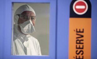Un soignant à l'hôpital civil de Strasbourg (illustration).